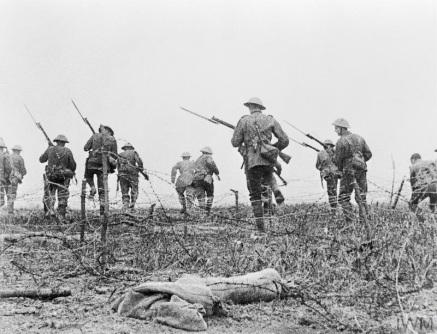 Geoffrey-Herbert-Malins-The-Battle-of-the-Somme-nell%u2019estate-del-1916-_-00.jpg